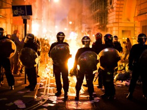 Riot-police-stand-in-fron-004_large